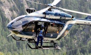 Neuf alpinistes britanniques, allemands, espagnols et suisse ont péri jeudi dans le massif du Mont-Blanc, dans la pire tragédie survenue dans les Alpes françaises ces dix dernières années.