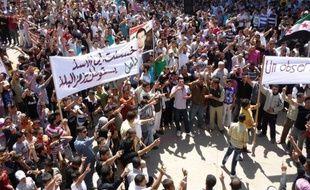 Le Conseil de sécurité des Nations unies a adopté samedi à l'unanimité une résolution autorisant l'envoi de 300 observateurs en Syrie pour surveiller un cessez-le-feu sérieusement compromis