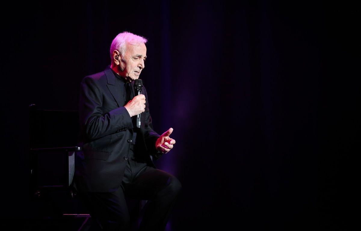 Charles Aznavour lors d'un concert à Bruxelles, le 17 novembre 2015. – AFP