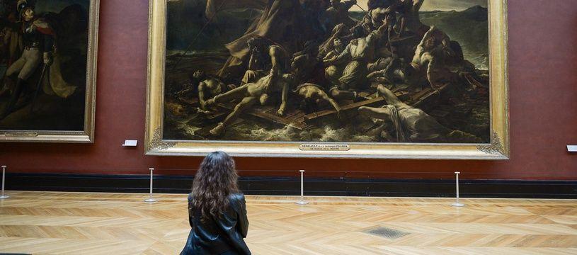 Une visiteuse au musée de Louvre le 6 juillet 2020, jour de réouverture du musée après plusieurs mois de confinement