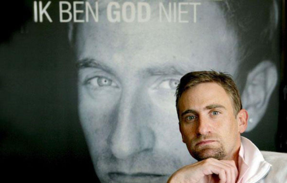 Franck Vandenbroucke présentant son livre en avril 2009 «Ik Ben God Niet / Je ne suis pas Dieu». – EPA/LIEVEN VAN ASSCHE