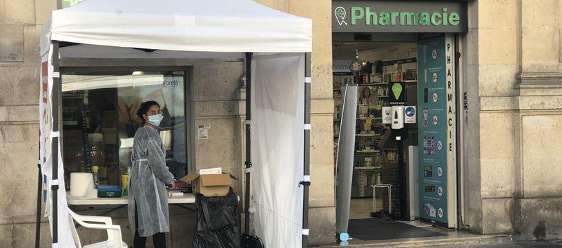 Depuis l'entrée en vigueur de la fin de la gratuité des tests de dépistage le 15 octobre, le nombre de tests antigéniques réalisé en pharmacie a chuté.