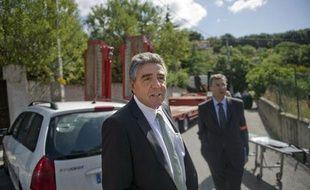 L'ancien préfet des Bouches-du-Rhône, Gilles Leclair, sur une scène de crime le 20 juillet 2011 à Marseille.