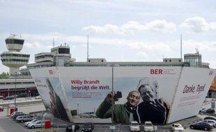 Le maire de Berlin Klaus Wowereit a annoncé jeudi que le nouvel aéroport international de la capitale allemande n'ouvrirait que le 17 mars 2013, avec neuf mois de retard sur le calendrier initial.