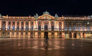 La place du Capitole sous couvre-feu, à Toulouse. Illustration.