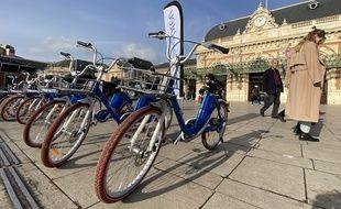 """Pour éviter d'encombrer les trottoirs, les """"E-velobleu"""" seront empruntables dans les zones de stationnement destinées au vélo"""