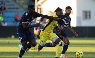 Bordelais et Toulousains (en jaune) se sont rencontrés en match de présaison, le 4 août 2020 à Agen.