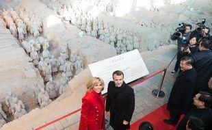 Le président Emmanuel Macron et son épouse Brigitte en visite à Xi An, en Chine, le 8 janvier 2018.