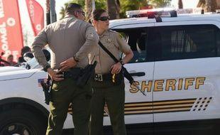 Policiers devant l'immeuble abritant des services sociaux à San Bernardino, (Californie)  cible le 2 décembre 2015 d'une fusillade meurtrière