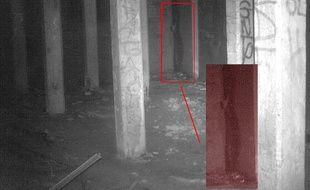 Sur cette image, le GHPC assure voir une silhouette au fond de la pièce.