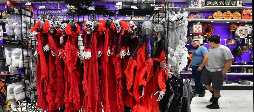 Les magasins de déguisement remplissent leurs stocks en prévision d'Halloween