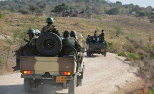 Des soldats de l'armée camerounaise en patrouille aux environs de Mabass dans le nord du Cameroun, le 17 février 2014