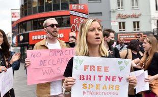 Des militants du mouvement #FreeBritney de soutien à la chanteuse Britney Spears à Londres, le 27 avril 2021.