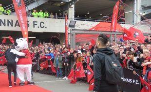 Les supporters sont venus en nombre pour acclamer les joueurs à leur arrivée au Roazhon Park.