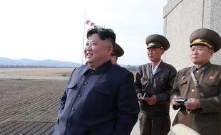 Kim Jong-un supervise un exercice militaire le 16 avril 2019
