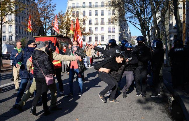 Arthur, 23 ans, dit avoir été violenté gratuitement par des policiers le 10 décembre 2019 à Lyon en marge d'une manifestation contre la réforme des retraites.
