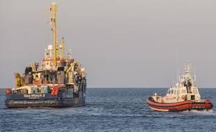L'une des capitaines du Sea Watch 3 a annoncé refuser la distinction de la Ville de Paris pour son action en Méditerranée par désaccord avec la politique migratoire menée.