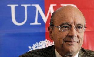 """L'ex-ministre des Affaires étrangères Alain Juppé estime que """"la compétition"""" entre Jean-François Copé et François Fillon pour le leadership de l'UMP en vue de la présidentielle de 2017 est """"inutile et dangereuse""""."""