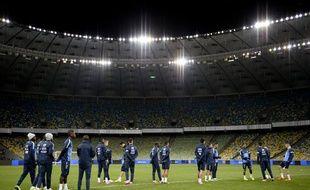Les Bleus à l'entraînement dans le stade olympique de Kiev le 14 novembre 2013.