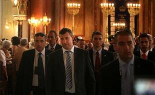 Le ministre israélien du Tourisme, Stas Meseznikov, a rencontré lundi le chef du gouvernement bulgare, Boïko Borissov, et s'est rendu à la Grande Synagogue de Sofia pour un hommage aux six morts, cinq touristes israéliens et un Bulgare, tués le 18 juillet dans un attentat anti-israélien à l'aéroport de Bourgas, au bord de la mer Noire.