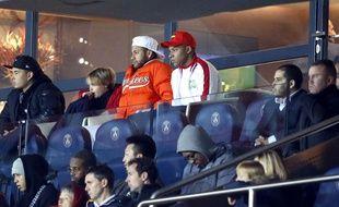 Neymar et Kylian Mbappé dans les tribunes du Parc des Princes lors de PSG-Toulouse, le 24 novembre 2018.