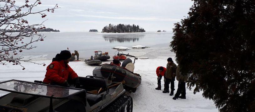 Préparation d'une opération de sauvetage au lac Saint-Jean (Québec), le 25 janvier 2020.