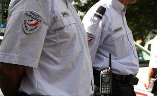 Des policiers en uniforme à Rennes.