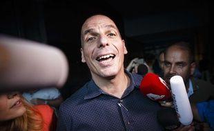 Yanis Varoufakis, le ministre grec des Finances, à la sortie de son bureau, à Athènes (Grèce), le 1er juillet 2015.