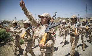 Des femmes du 2nd Bataillon, composé de 550 éléments kurdes exclusivement féminins, s'entraînent à Sulaymaniyah, en Irak, le 29 juillet 2014.