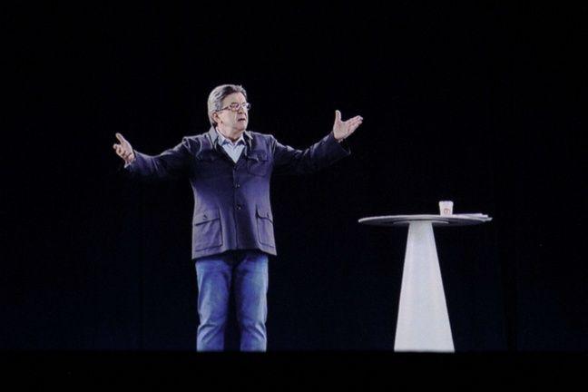 Jean-Luc Mélenchon, en hologramme, à un meeting à Grenoble le 18 avril 2017.