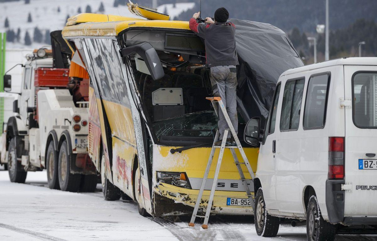 Deux adolescents sont morts dans l'accident d'n bus scolaire à Montbenoît (Doubs), le 10 février 2016. – AFP
