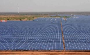 Le Premier ministre en Inde, Manmohan Singh, a exhorté mercredi les grands groupes mondiaux à faire de ce pays émergent la plaque tournante de l'énergie solaire, un moyen pour le pays de compenser sa problématique pénurie en ressources énergétiques.