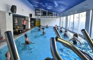 Première séance d'aquabike après la réouverture des salles de sport, à Bordeaux, le 9 juin 2021.