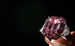 Video Pink Legacy Adjuge Au Prix Record De 44 Millions D Euros