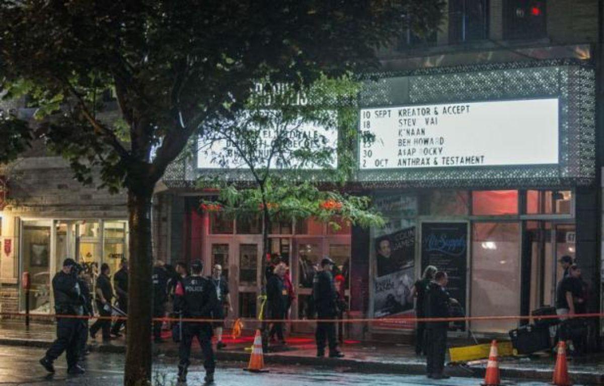 """La police interrogeait mercredi l'auteur présumé de la fusillade qui a fait un mort et un blessé grave près de la salle où le Parti Québécois célébrait sa victoire électorale, un sexagénaire qui a crié """"Les Anglais se réveillent"""" au moment de son arrestation. – Rogerio Barbosa afp.com"""