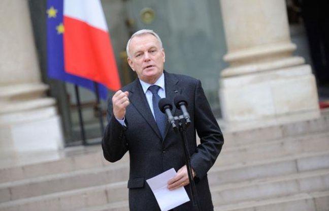 Jean-Marc Ayrault à la sortie du Conseil des ministres le 3 janvier 2012.