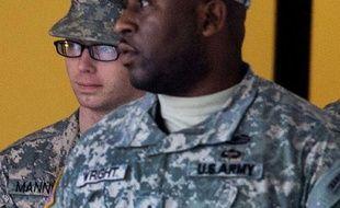 """Le soldat américain Bradley Manning, """"taupe"""" présumée de WikiLeaks, est revenu devant la justice militaire samedi à Fort Meade (Maryland, est), au deuxième jour d'une audience marquée par des manifestations de soutien à l'occasion de son 24e anniversaire."""