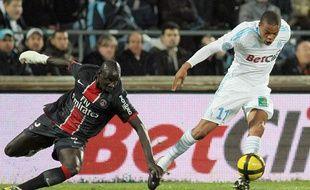 Le Parisien Sakho et le Marseillais Rémy, le 20 mars 2011, au Stade Vélodrome de Marseille.