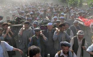 Au moins 15 personnes ont été tuées dimanche, dont un député, dans un attentat-suicide contre des funérailles dans la localité de Taluqan, dans le nord-est de l'Afghanistan, a indiqué le gouverneur de la province où s'est produit l'attentat.