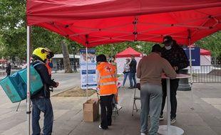 Un centre de vaccination, pensé pour les livreurs à vélo, particulièrement exposés, a ouvert