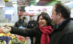La candidate socialiste à la mairie de Paris Anne Hidalgo et l'électron libre de la droite parisienne Rachida Dati débattront mercredi soir de leurs projets respectifs pour Paris, une confrontation qui devrait permettre à chacune, au-delà de leur duel, de marquer des points contre la favorite de l'UMP, Nathalie Kosciusko-Morizet.