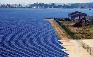 """Economiste et spécialiste du développement durable, Laurence Tubiana estime qu'une """"révolution industrielle se prépare"""". """"Les deux tiers de notre consommation d'énergie finale sont encore d'origine fossile"""", rappelle-t-elle alors que la facture énergétique a pesé à hauteur de 60 milliards dans le déficit commercial en 2011."""