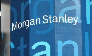 """La banque américaine Morgan Stanley va éliminer 1.600 postes dans ses activités de courtage d'action ou d'obligations et de banque d'investissement, a indiqué à l'AFP une source proche du dossier, précisant que les départs auraient lieu """"dans les quelques semaines à venir""""."""