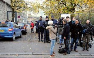 """Certains étaient là depuis trois semaines, en """"planque"""" devant le palais de Justice de Bordeaux, dans l'attente de l'arrivée de l'ex-président Nicolas Sarkozy : il a finalement honoré jeudi son premier rendez-vous judiciaire, non sans avoir tenté de semer les journalistes."""