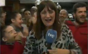 La journaliste de la chaîne espagnole RTVE, Natalia Escuerdo, a appris qu'elle avait gagné au loto en direct