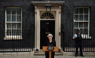 Theresa May, devant le 10 Downing Street à Londres, le 4 juin 2017.