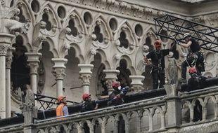 Le déblaiement et l'expertise ont débuté à Notre-Dame de Paris, le 23 avril 2019, une semaine après l'incendie de la cathédrale.