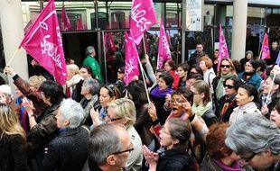 Le 5 mai dernier, manifestation contre l'abrogation de la loi sur le harcèlement sexuel à Paris.