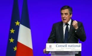 François Fillon, toujours favori des sondages à trois mois de la présidentielle, a été officiellement investi samedi à Paris candidat de la droite le samedi 14 janvier 2017.