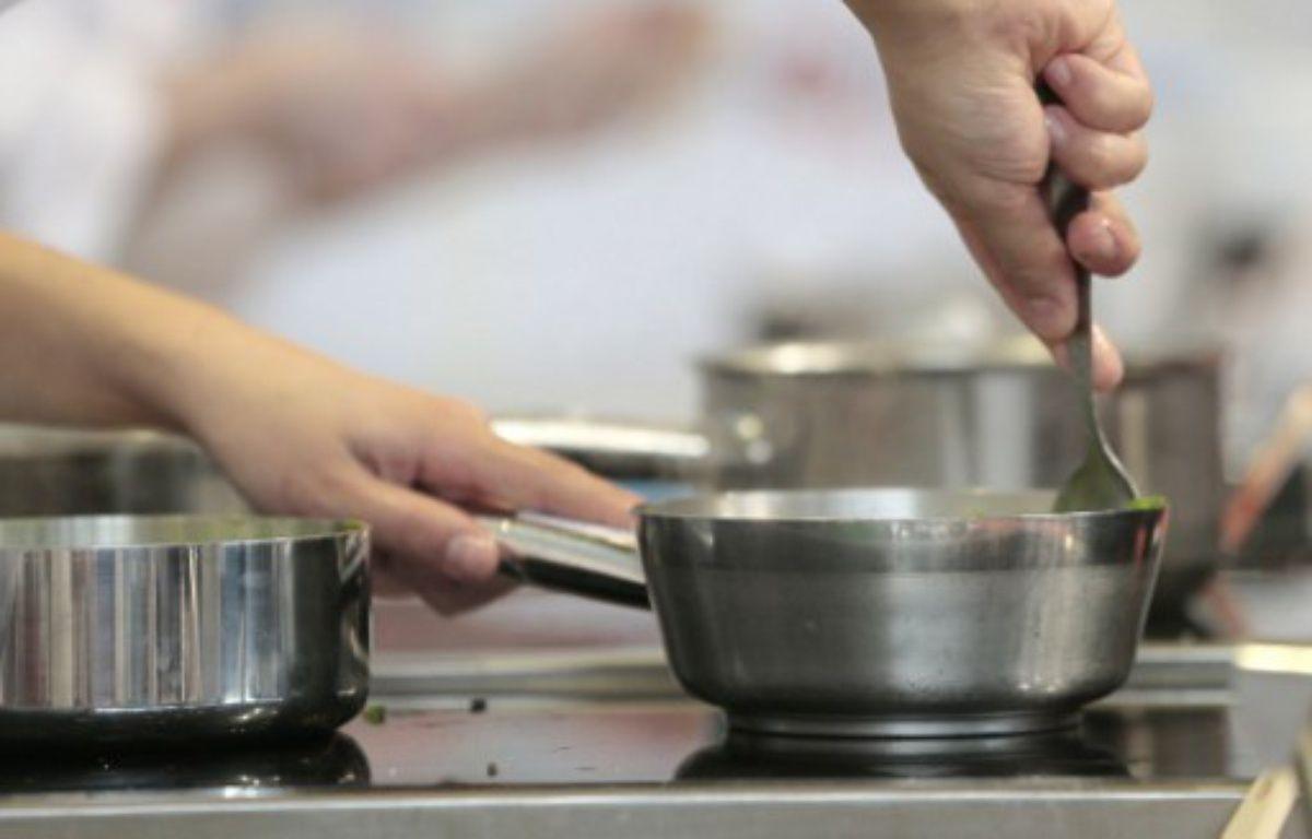 Photo d'illustration d'une cuisine dans un restaurant gastronomique – JACQUES DEMARTHON / AFP